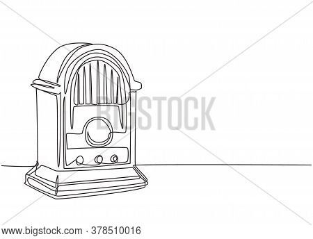 Single Continuous Line Drawing Of Retro Old Fashioned Analog Desk Radio. Classic Vintage Broadcaster