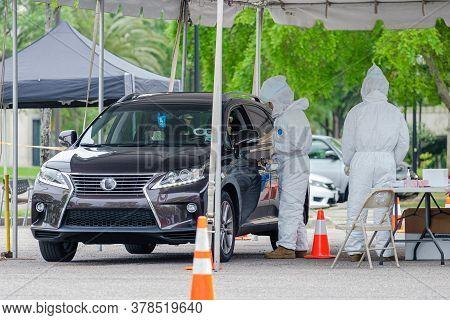 New Orleans, La/usa - 3/21/2020: Health Workers Conduct Testing At Corona Virus Drive Thru Testing C
