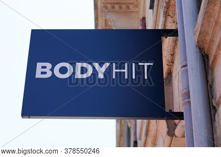 Bordeaux , Aquitaine / France - 07 25 2020 :  Bodyhit Logo And Sign Of Electrostimulation Package Sc