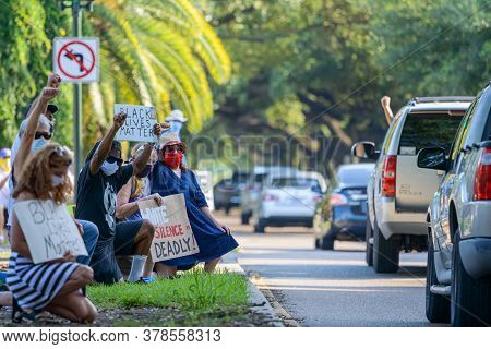 New Orleans, Louisiana/usa - 6/13/2020; Demonstrators Kneel And Raise Fists With Passing Motorists O