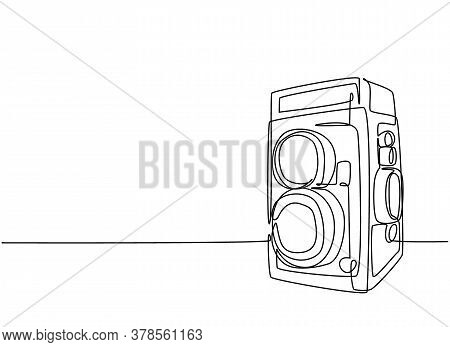 Single Continuous Line Drawing Of Of Old Vintage Analog Twin Lens Camera Medium Format. Retro Classi