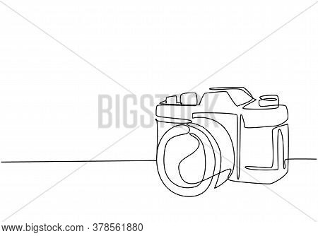 One Single Line Drawing Of Old Retro Analog Slr Camera With Telephoto Lens. Vintage Classic Photogra