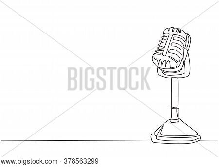 One Single Line Drawing Of Retro Old Classic Radio Microphone For Broadcasting. Vintage Loudspeaker