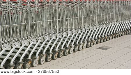 The Cart Is Neatly Arranged In Five Hours.