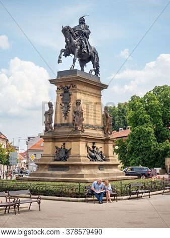 July 20th 2020, Podebrady, Czechia. Tourists Check Map Bellow Statue Of King George Of Podebrady On