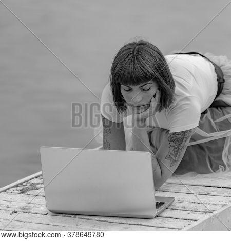 Distance Online Worker