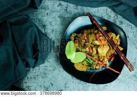 Rice Noodles Cooked With Spicy Seasoning With Sliced Meat, Eggs, And Vegetables. Very Good To Eat Wh