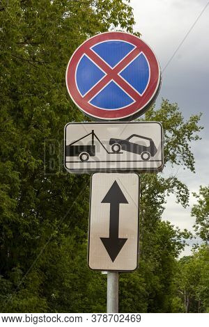 Evacuation Road Sign. Traffic Signs Stop Is Prohibited And The Evacuation Of Cars. Evacuation Of The