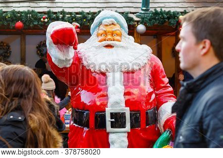 London, Uk - November 25, 2019 - Statue Of Santa Claus At Christmas Funfair Winter Wonderland With T