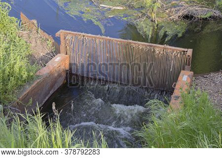 Construction For The Mechanical Purification Of Waste Water In The River