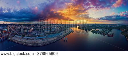 Dramatic Colorful Sunset Over Dnipro River In Kiev, Ukraine, Travel Background. Big Panorama From Dr