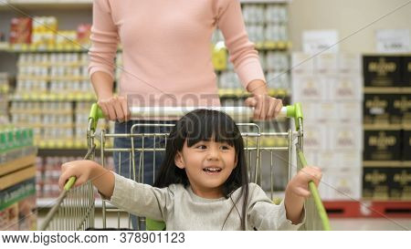 Shopping Concept. Mother And Daughter Helping Each Other To Select Products In The Mall. 4k Resoluti