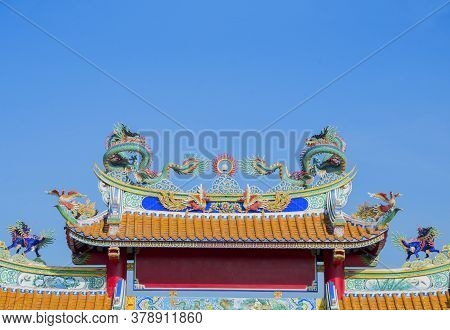 Dragon Statue On Shrine Roof, Dragon Statue On Chinese Temple Roof As Asian Art,  Blue Sky Backgroun