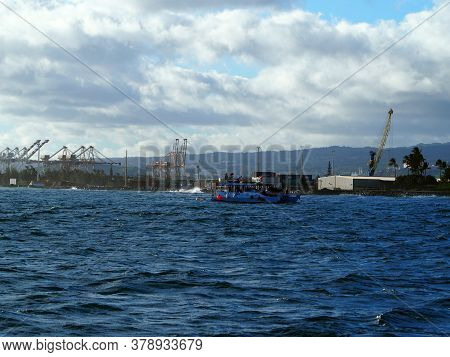 Honolulu - July 6, 2019: Boat With Scuba Divers Practice In Front Of Kaka`ako Waterfront Park With H