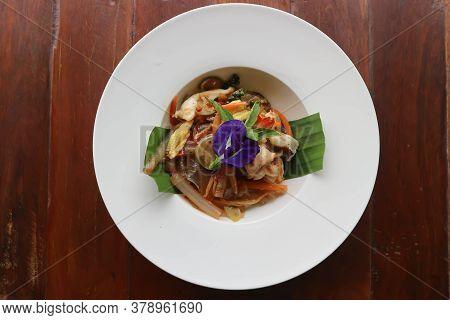 Stir Fried Noodles With Shrimp And Vegetable