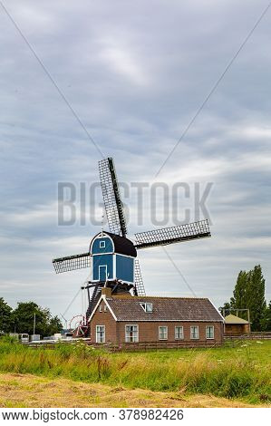 Beautiful Mill Called Great Mill Grotemolen Near The City Of Leiden In Zoeterwoude, South Holland In