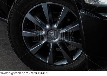Novosibirsk/ Russia - July 27 2020: Infiniti Qx56, Car Wheel With Alloy Wheel And New Rubber On A Ca