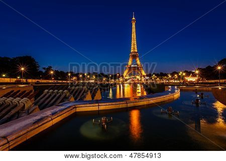 Eiffel Tower And Trocadero Fontains In The Evening, Paris, France