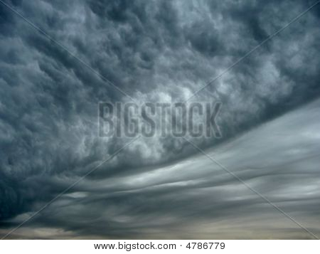 Ominous Mammatus Clouds