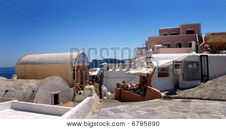 Entrance to the village of Oia