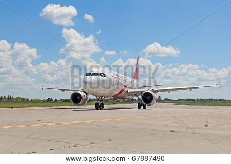 Air Arabia Airbus A320 (a6-ana)