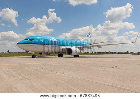 KLM B737