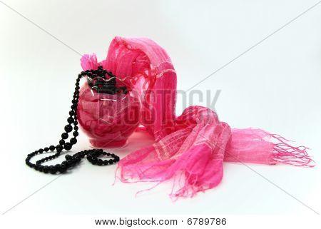 Collar de bufanda Rosa whith negro sobre fondo blanco