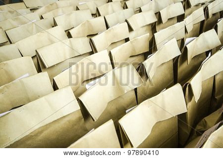 Campaign of using paper bags to reduce non-degradable waste