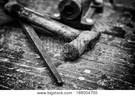 Tools for wood detail of a carpenter's table manual work