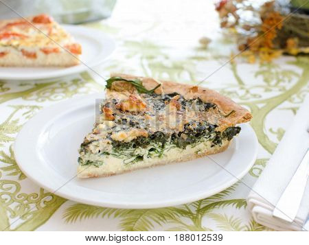 Quiche de espinacas y queso. Quiche of spinach and cheese.