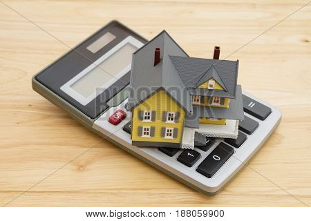 Mortgage calculations for your home A house with a calculation on a wood desk