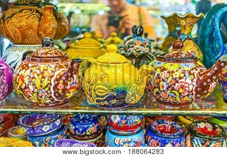 The Porcelain Teapots