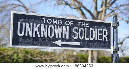Direction sign - Tomb of the Unknown Soldier - WASHINGTON - DISTRICT OF COLUMBIA