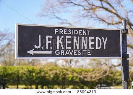 Direction sign J F Kennedy Gravesite - WASHINGTON - DISTRICT OF COLUMBIA