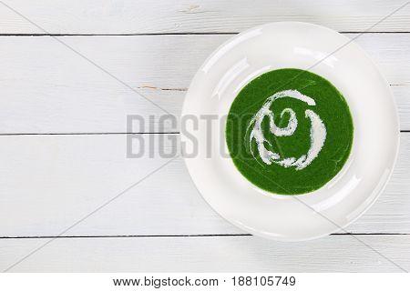 Delicious Creamy Green Spinach Broccoli Soup