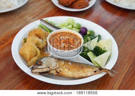 Fried mackarel with Crab's Spawn Chili Sauce and boiled vegetable