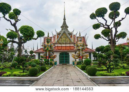 The beautiful garden of the temple Wat Arun (temple of Dawn) in Bangkok