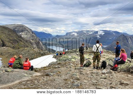 Besseggen Trail
