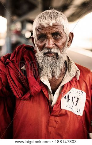 Coolie - Portrait of a very Old (labour) man at Karachi Cantt Station - 17-03-2013