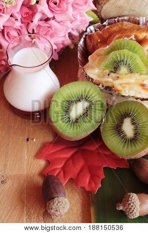 Bread baked fruit topping sliced kiwi fruit