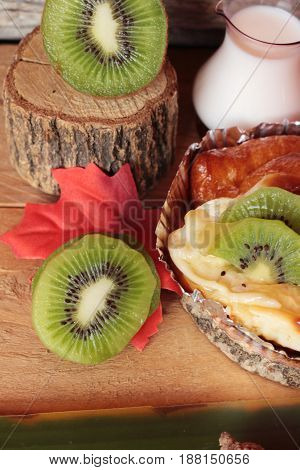 Bread baked fruit topping sliced kiwi fruit