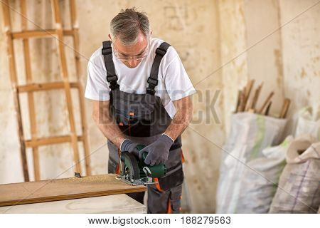 Carpenter Cuts Plywood With Circular Saw