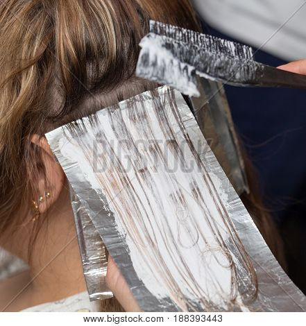 weave hair in a beauty salon . A photo