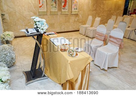 Decoration set for a holy matrimony wedding ceremony