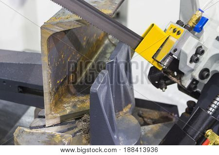 Metalworking equipmentsemi-auto bandsaw machine Close up at blade