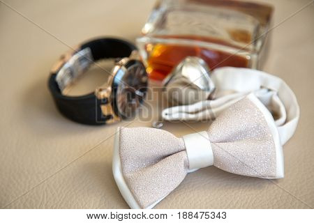 Set accessories groom: bow tie, watch and parfume