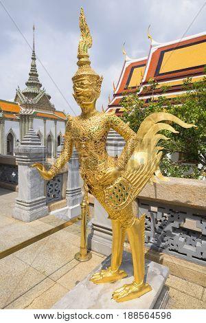 Kinnorn At Wat Phra Kaew
