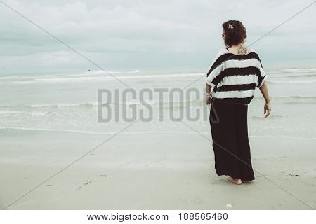 Portrait Asian Single Tattoo Hipster Indy Women Lonely Stand Alone On The Beach Vintage Mute Color T