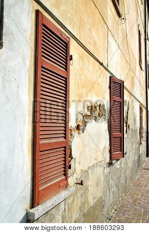Red   Varano Borghi Palaces Italy     Blind   The Concrete  Brick