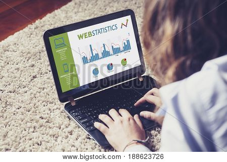 Web statistics consulting in a laptop computer.